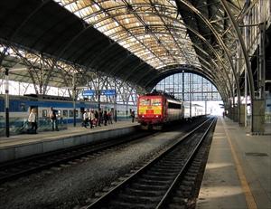 電車やバスで英語を効率的に勉強する方法を紹介します
